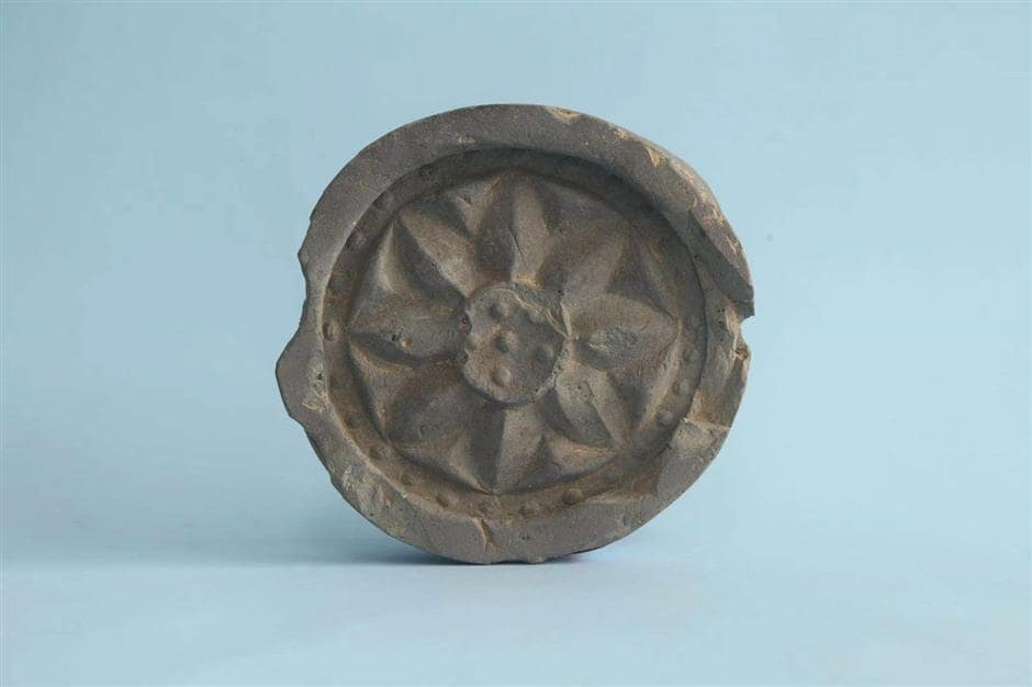 A tile used in the construction of Yijin City.