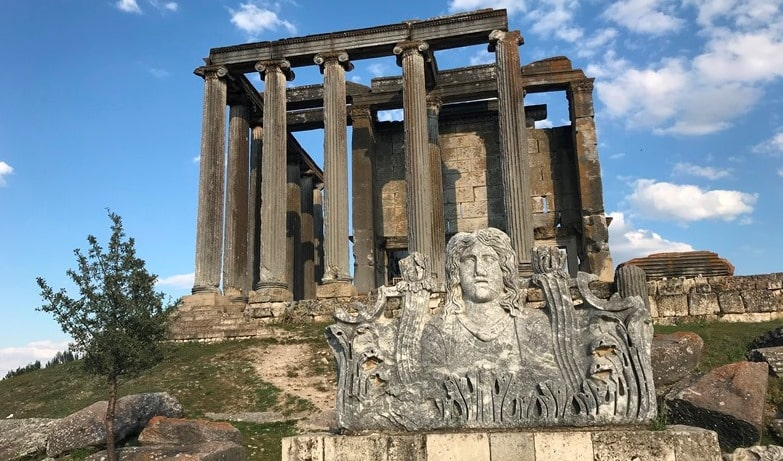 aizonai zeus temple