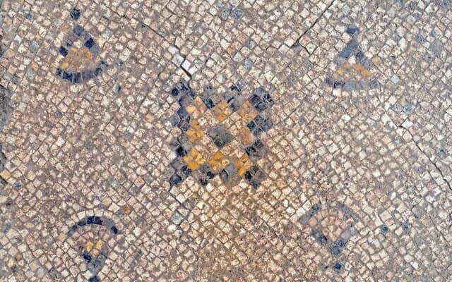 1,600-year-old Byzantine mosaic uncovered during archaeological excavations in Yavne (Assaf Peretz/Israel Antiquities Authority).