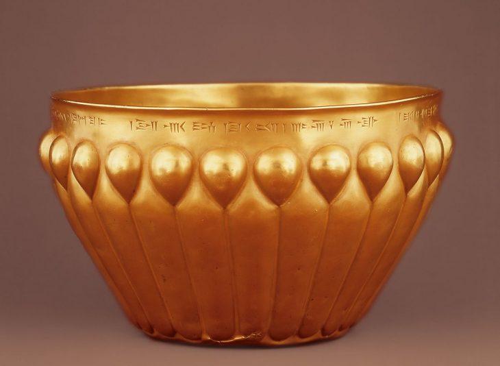 The Achaemenid bowls