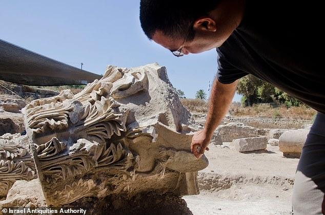 Archaeologist Saar Ganor -min