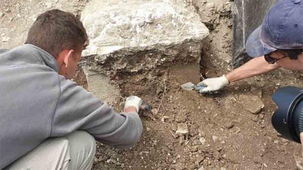 Archaeologists segesta