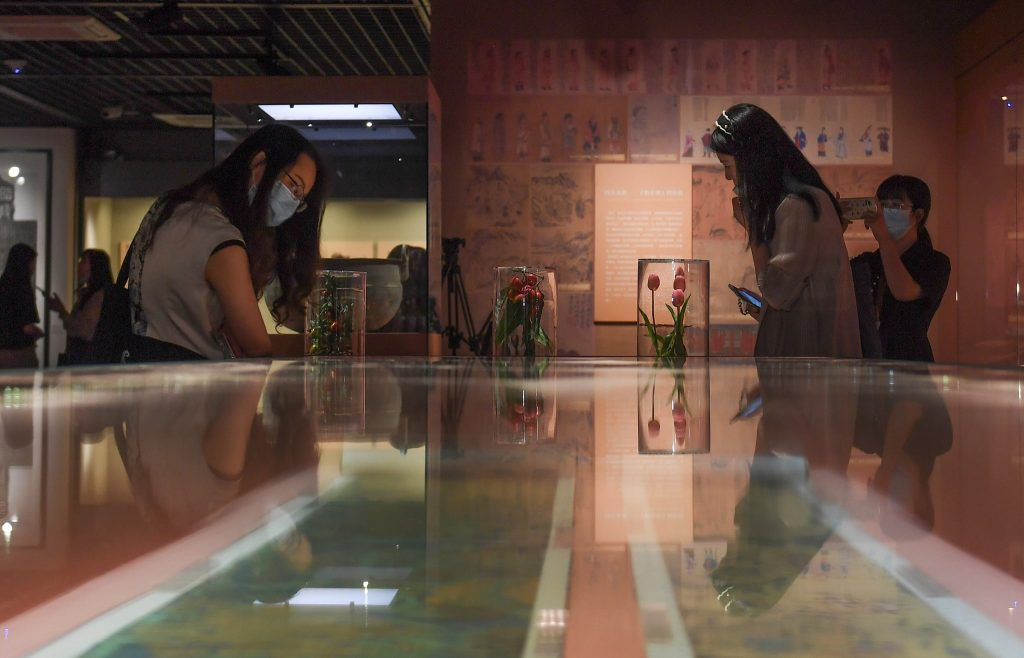 """Visitors look at the paintings on the display in the exhibition """"Creatures: Animals and plants along the Silk Road"""" in Hangzhou, east China's Zhejiang Province. Photo: CFP"""