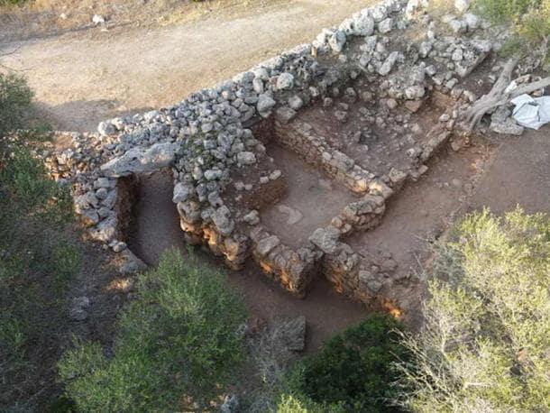 Excavated bent doorway at Son Catlar.( University of Alicante )