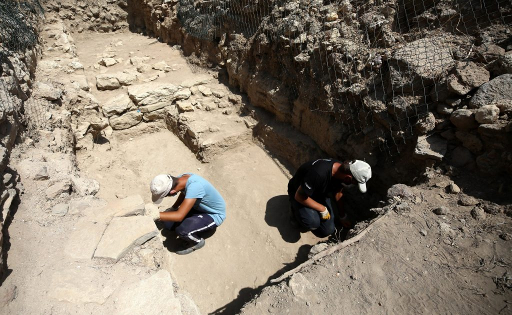 Archaeologists work in the ancient city of Troy, Çanakkale, western Turkey. (AA Photo)
