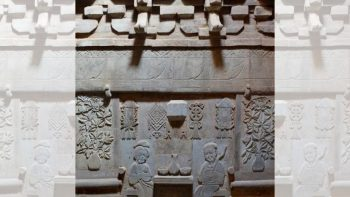 Carvings on the wall of the tomb. /Chinanews