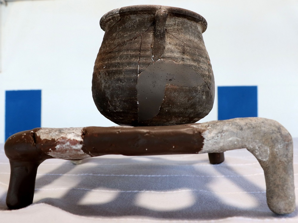Earthen grill found in Assos. Photo DHA
