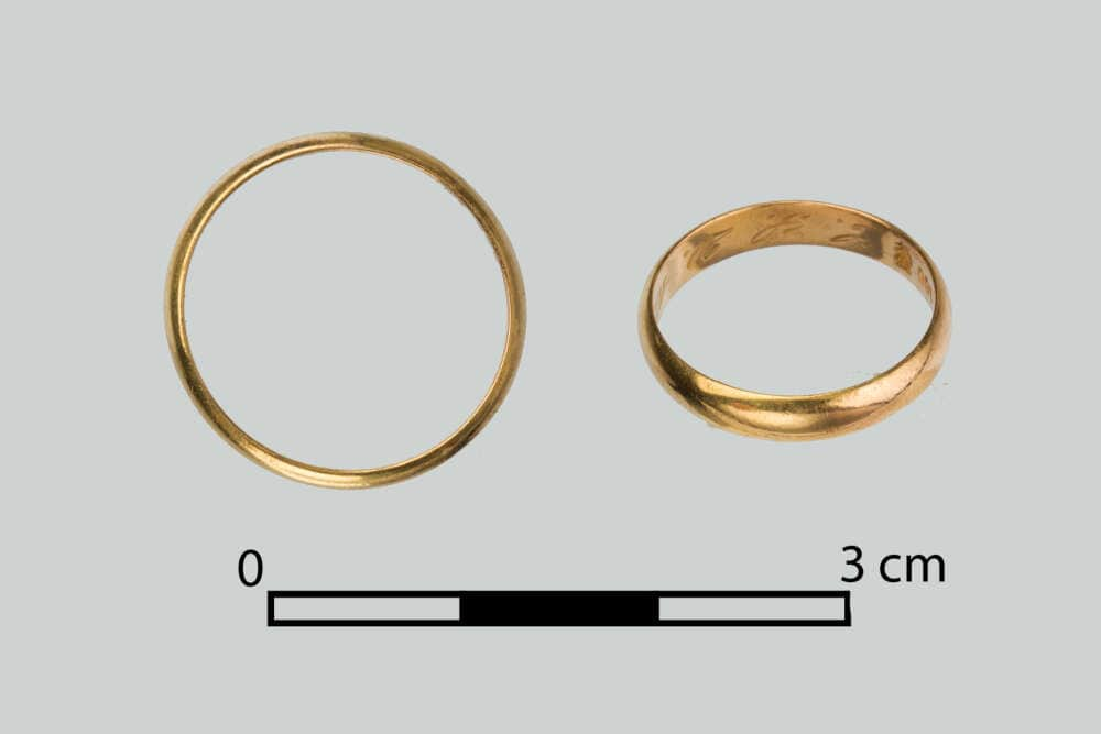 One of the weeding rings discovered in 2020 in Death Valley, which belonged to Irena Szydłowska. Photo: A. Barejko.