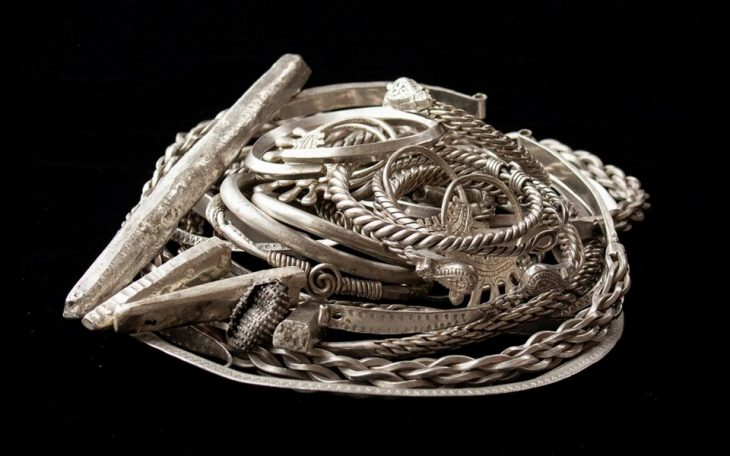 A rare treasure with ornaments nearly a thousand years old was discovered in Staraya Ryazan, Russia