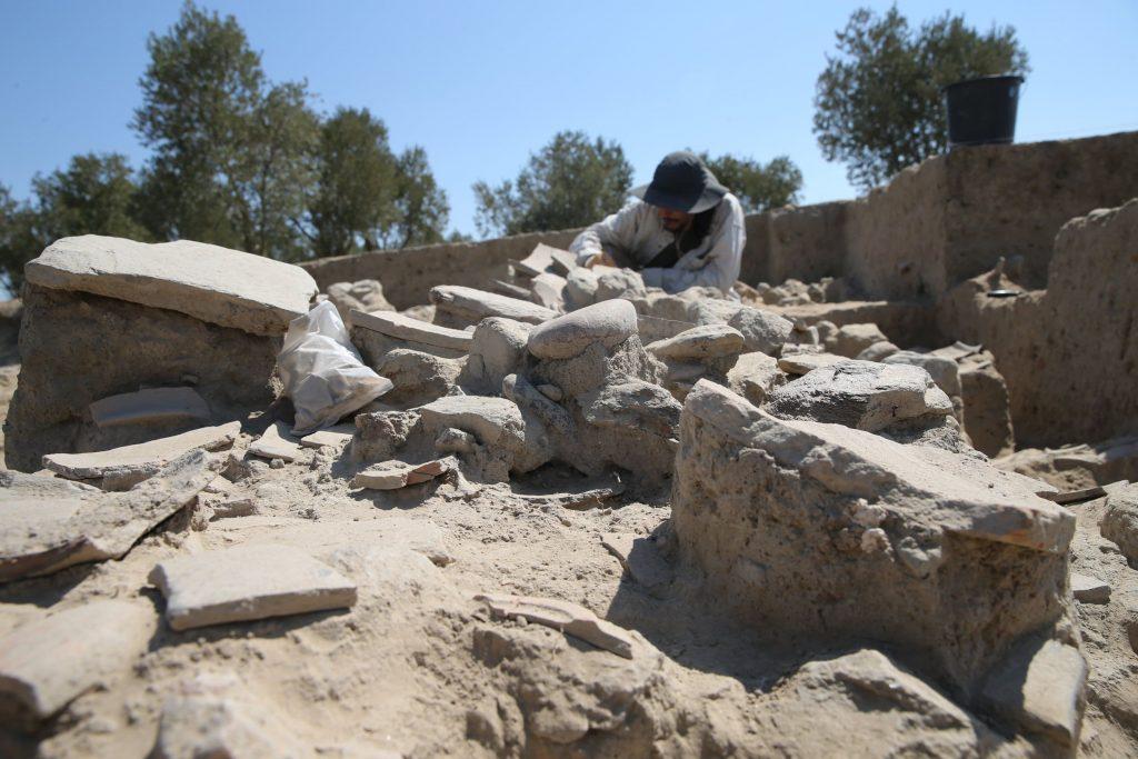 An archaeologist work in the area of the oven in Tepecik Mound, Aydın, western Turkey. (AA Photo)