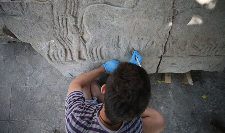 """Professor Kaan İren told: """"Here is a scene of propaganda under the pretext of war. We can say these reliefs are a scene from the Persian-Greek wars,"""""""