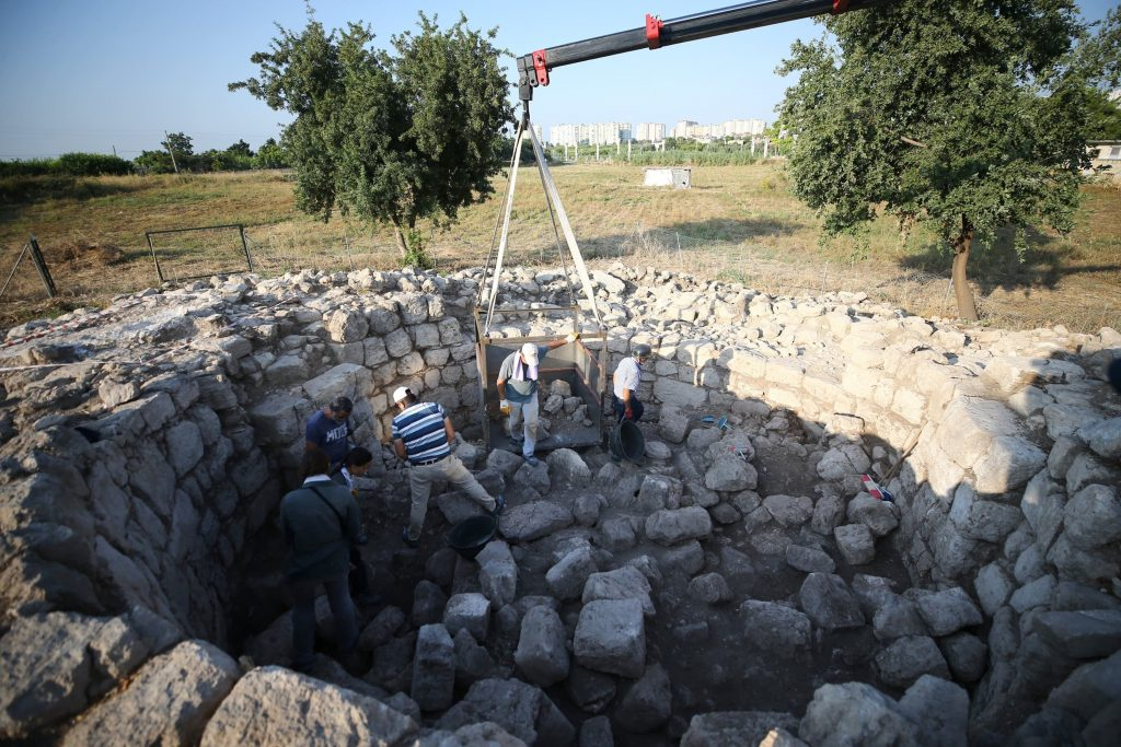 The recent excavations in the archaeological site in the Mezitli district have been focused on uncovering the memorial tomb of Aratus, the famous ancient Greek astronomer and poet of the Hellenistic Period.
