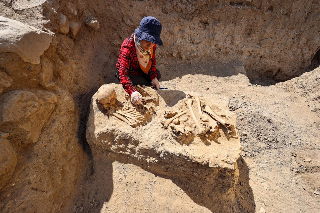 In this type, the dead bodies are buried near a platform. Photo: AA