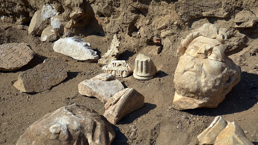 Parts of Emperor Publius Aelius Traianus Hadrianus statue Photo: Gökhan Düzyol – Anadolu Agency